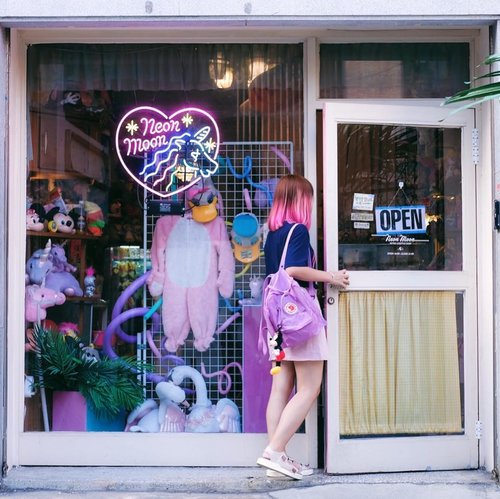 One of the cutest store in Seoul 💖✨ It's called Neon Moon, located in Hongdae and they're selling cute/ quirky/ kitsch stuff. . . . #clozetteid #ggrep #travelblogger #neonmoon #hongdae #exploreseoul #wandeust #traveler #abmtravelbug #abmlifeiscolorful #koreatrip #ktoid #visitkorea #seoul #kawaii #travelkorea #여행스타그램 #여행