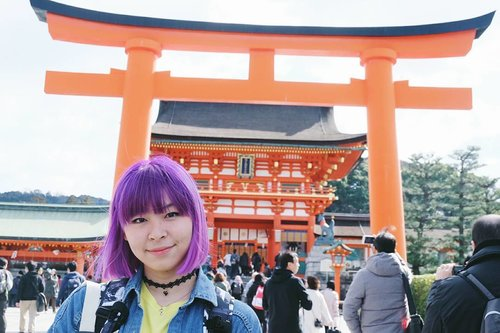 The kind man who helped me take a pic, and even offered to take another one 😂 plus it's a good shot 👌 . . . #clozetteid #fushimiinari #fushimiinaritaisha #kyoto #japan #traveler #traveljapan #abmtravelbug #solotravel #japanguide #japanloverme #lifestylebloggers #fashionbloggers #bbloggers #旅行ブロガー #旅行 #伏見稲荷