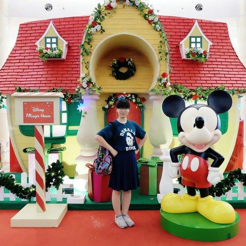 I'm the happiest kid around Disney characters 💃💃💃 . . . #mickeymouse #disney #clozetteid #ggrep #disneycharacters #disneystyle #instagood #fbloggers #fashionblogger #officelook #lifestyle #waltdisney #cute #bloggingboosters #influencer #coordinate #今日のコーデ #今日の服 #파워블로거 #패피