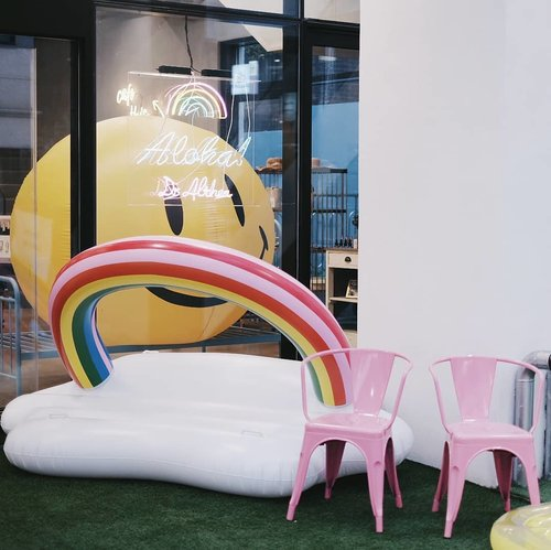 Cute spot in Hong Dae 💃🏻 It's called Dr. Althea I think 🤔 located beside Chuu/ near Stylenanda. . . . #clozetteid #BigDreamerInSeoul #cutespot #dralthea #hongdae #exloreseoul #koreatravel #travelblog #travelblogger #ggrep #kawaii #wanderlust #cutecafe #rainbow #abmlifeiscolorful #여행스타그램 #여행 #旅行