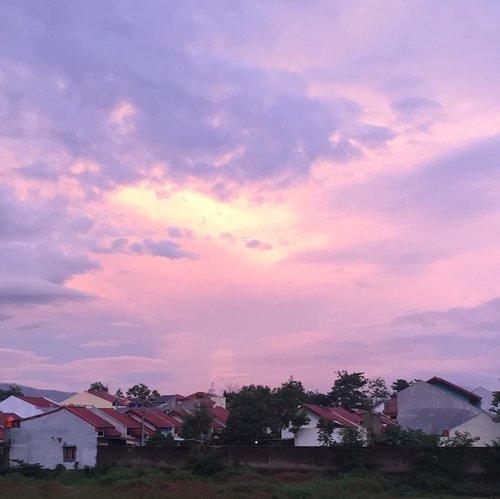 Warna. Nuansa. Rasa.Misteri Langit......#clozetteid #skycaptures #mobilewalkers #sky #senja