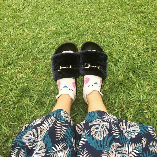 Sleep. Slippers. . . . #fauxfur #fur #furry #clozetteid #sendalmurah #sendalplastik