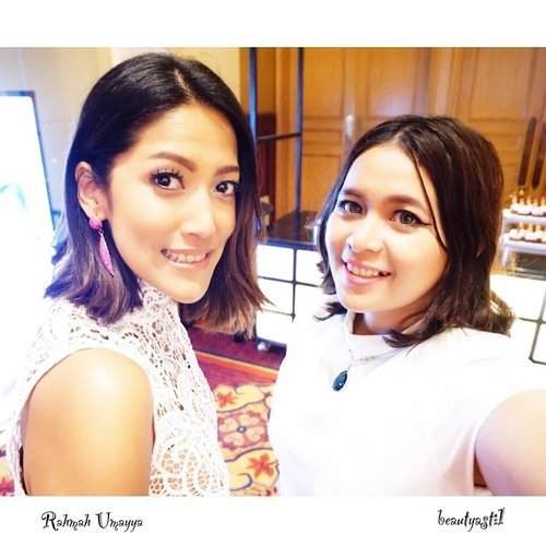 Let's Discover The Most Beauty in YOU with @agelezbihakuid and us 👯😆 Ternyata si cantik Rahmah Umayya juga punya problem yang sama dengan aku makanya kita juga datang ke acara ini untuk pemecahan masalah nya 💡📢 Publish SOON on my blog 💻📷📚 #clozetteid #starclozetter #selca #selfie #potd #fotd #ritzcarlton #girls #follow #like #love #kawaii #ulzzang #gyaru #rahmahumayya #white #beautyevent #agelezbihaku #agelezbihakuid #collagen #japan #likes #new #salmon #beauty #bloggergathering #howtolookyounger #cosmopolitan #theritzcarlton