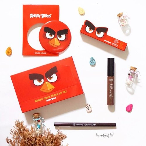 😻😍 Lucu ya packaging Etude House nya.. Isi nya sih teteup pensil alis biasa hahaha.. Sebenarnya ada 3 versi Angry Bird, aku beli yang versi ke-2 or kamu cek aja blog ku beautyasti1.com for detil ya.... 🌻🐾 #beautyblogger  #makeupjunkie  #indonesianbeautyblogger #beautybloggerid #red #etudehouse #korea #makeup  #beauty #cosmetics  #wishlist #like #like4like #follow #followme  #love #instabeauty #instagood #instadaily  #picoftheday #flatlay  #cute #new  #happy #clozetteid #angrybirds #cartoon #game #eyebrows