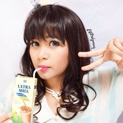 Yuhuu.. Have a great weekend everybody~ ^0^ Yatta! Yatta!! Drink milk twice a day to boost your mood and get healthy 🍼🍼🍼 Drink A GOAT MILK better than drink a cow milk, though. But it's quite hard to find a goat milk here T___T Mean-a-while, I had Ultra Milk Chocolate from Ultra Jaya here, so yummy and easy to find. Peace. Have you had milk today? 🎁🎁🎁7 DAYS TO GO TO MY 1st GIVEAWAY DEADLINE. DON'T FORGET TO JOIN MY GA TOO ON INSTAGRAM🎁🎁🎁 #clozetteid #milk #drink #selca #selfie #selfienation #potd #ootd #fotd #peace #kawaii #gyaru #ulzzang #makeup #beauty #ultrajaya #ultramilk #chocolate #cute #happy #me #weekend #smile #new #follow #followme #love #like #naturalmakeup