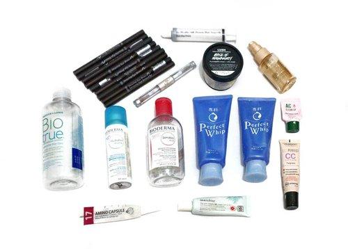 My Empties Makeup+Skincare till June 2019..💞💞💞 Yas! Ada kebanggaan tersendiri bagi cewek yg doyan coba cobi, tapi bisa pakai makeup/skincare sampe abis bis bis, bahkan di-repurchase saking suka-nya.. 😍 . Ada apa aja sih? 💞Etude House Drawing Eyebrow 💞Bausch& Lomb Bio True Solution 💞LUSH Mask of Magnaminty 💞Bourjois Perfect CC Cream CC Cream 💞Senka Perfect Whip Cleansing Foam 💞Bioderma Sensibio H2O Cleansing Water 💞Bioderma Hydrabio Facial Mist 💞 Elf Clear Lash Brow & Mascara 💞Innisfree Bija Anti Trouble BB Cream 💞Loreal Absolut Repair Lipidium 💞CP-1 Amino Capsule Hair Treatment Serum 💞CP-1 Silk Ampoule Hair Serum 💞Etude AC Clean Up Pink Powder Mask . Kurang puas ah kalo cerita disini tentang review lengkap-nya satu per satu.. Bisa jadi dongeng kali yee..😅 Complete review is coming soon on #MeisUniqueBlog.. 😊 . . . . . #ClozetteID #ClozetteDaily #skincare #mask #masker #acneprone #sensitive #lush #haircare #emptieschallenge #senka #loreal #makeup #etudehouse #cp1 #eyebrow #flatlays #emptiesreview