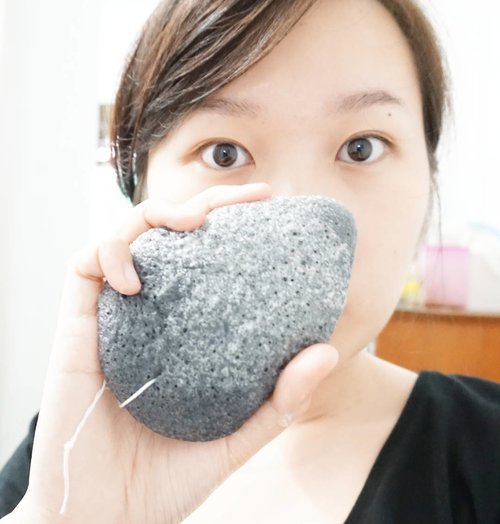 First impression using konjac sponge Dr. LOLA FROM @bbcosmetic_official this konjac sponge really make my blackhead gone after washing my face.. OMG... 😍😍😍 If you want to try this sponge for free @bbcosmetic_official  will sent it to your door..! Just join our giveaway.. check  #lizachanxbbcosmetic for more information.. #konjac #konjacsponge #bbcosmetic #review #clozette #clozetteid #beautyblogger