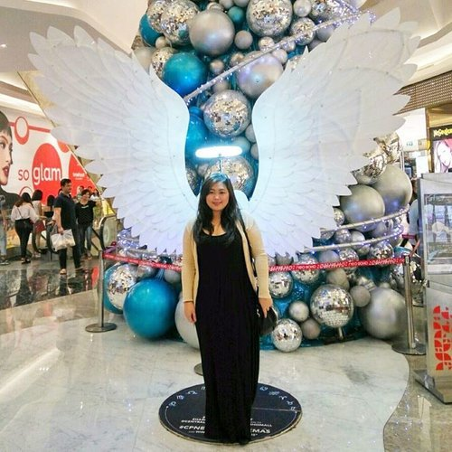Become an angel on Christmas? 👼🏻 | Checked ☑️ • • • #christmas #angel #angelswings #christmas2016 #merrychristmas #neosoho #neosohomall #neosohomalljakarta #visitjakarta #jakartalife #potd #indonesian_blogger #indonesiancurvyblogger #clozetteid #inspiration #instalike #instagood #fashion #blogger #fashionblogger #fblogger #fashiondiary #instafashion #beauty #beautyblogger #bblogger #indonesianblogger #instabeauty #aiachantraveljournal #aiachanbts