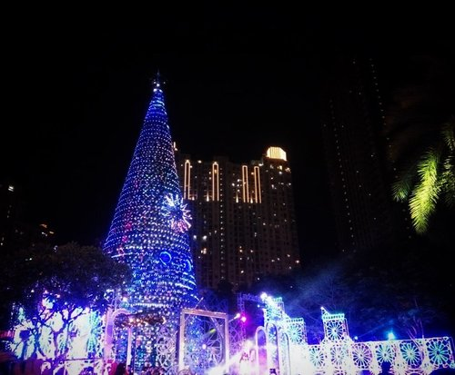 Sea of lights 🌌•••••#christmas #celebration #christmastree #giantchristmastree #christmas2019 #merrychristmas #christmascelebration #festiveseason #centralpark #centralparkmall #christmasseason #holidayseason #potd #indonesian_blogger #clozetteid #inspiration #instalike #instagood #fashion #blogger #fashionblogger #fblogger #fashiondiary #instafashion #beauty #beautyblogger #bblogger #indonesianblogger #instabeauty #aiachantraveljournal