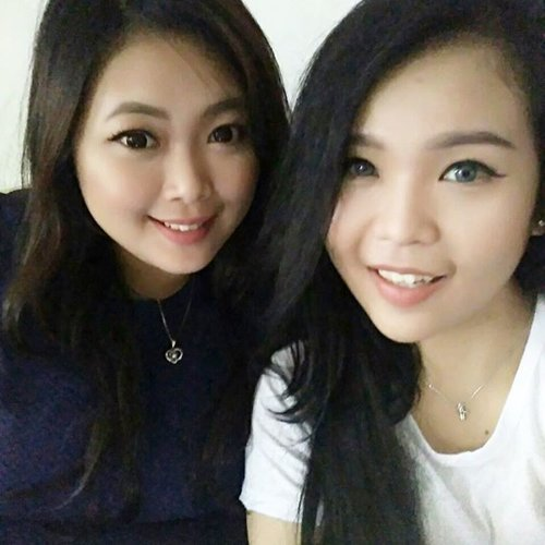 With Le cousin 👭 • • • #cny2017 #newyear #roosteryear #cousin #wefie #sisters #lovelyasianbeauties #natural #makeup #ulzzang #ulzzangstyle #beauty #blogger #beautyblogger #bblogger #clozetteid #clozetter #beautiesID #indobeautygram #beautybloggerID #indonesianblogger #indonesianbeautyblogger #indonesianbabes #instagood #aiachanbeautyjournal