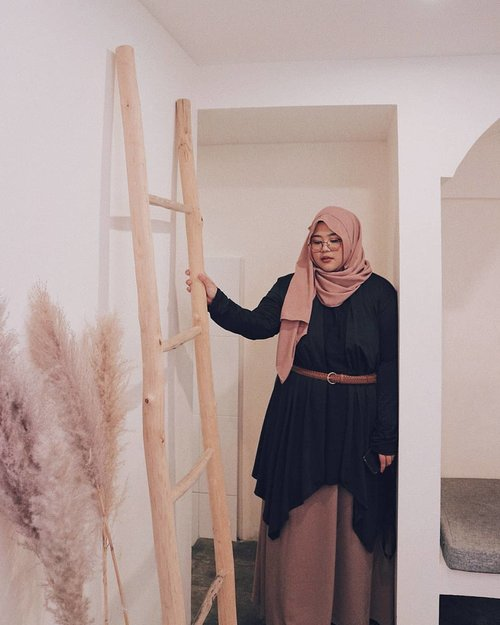 This week both of my parents are celebrating their birthday. As they grow older, I don't feel like I'm ready to face the reality that someday I'm gonna be the only person who take care of them. Well, that's the truth about being the only child, I guess.-📸 by @rahma.decoco