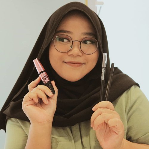 "Makeup mata nggak pernah fail kalo pake produk-produk dari @maybelline! Menjelang Ramadan, ada diskon up to 50% di @tokopedia untuk purchase makeup & exclusive beauty gift set with free hijab from ZM!-Langsung cuss klik link di bio & pake voucher ""MYBKOL26"" untuk dapetin extra potongan harga. Borong produk-produknya buat hampers Ramadan cocok uga gaiiisss 💃🤸-#MaybellineID #MaybellineDareToShare"