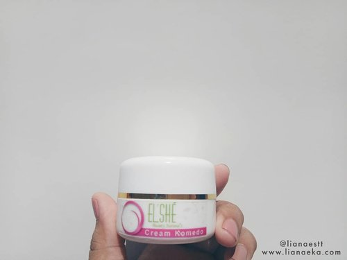 Elsheskin Cream Komedo. One of the rescue cream when the face appears pimples.  Swipe for the result or you can read full review on my blog www.lianaeka.com 😉  #skincarereview #skincare #creamcomedo #acneskincare #acnetreatment #acnefighter #elsheskin #elshesquad #skincareindonesia #skincarelokal #skincarejunkies #skincarecommunity #idskincarecommunity #beautybloggerindonesia #beautiesquad #hbbv #bloggerperempuan #lianaekacom #creamjerawat #clozetteid