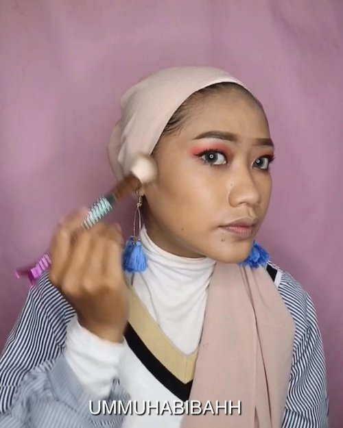 Hai hai haiUdh lama ni gk bikin video makeup gini hahahaProduct:@lagirlindonesia Pro Coverage HD high Definition long wear illuminatiny foundation.@purbasari_indonesia Face Powder (03)@focallure Eyeshadow@esqacosmetics X @bclsinclair Her Everyday Cheek Palette@altheakorea Watercolor Cream Tint (Marron Cream)#clozetteid #indobeautyvlogger #indoneautysquad #indobeautygram @indobeautysquad @indobeautygram