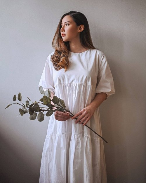 Feeling 1800s today in @vocadue Rose Dress in White. . . . . . . #ClozetteID #ootd #outfitoftheday #outfitinspiration #outfitinspo #lookbook #lookbookindonesia #fashionista #dress #OutfitOfTheDay #endorsement #vintage #endorseindo #endorse #indo #fashioblogger