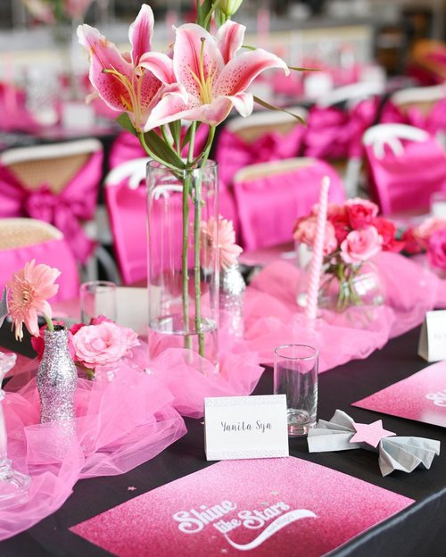 Fifty shades of pink in #ellipsteaparty  Eyes drooling ♥ @ellips_haircare @liputan6 . We're ready to have shiny hair! #shinelikestar 📷@samseite . . . . . #POTD #Photooftheday #pictureoftheday #party #photograph #beautyblogger #artgallery #tablesetting #lifestyle #lifestyleblogger #photography #fotografia #photographer #beautyblog #photographers #photographie #lifestyleblogger #fotografie #blogger #makeup #clozetteid #girl #likesforlikes #beauty #photo #pink #decoration