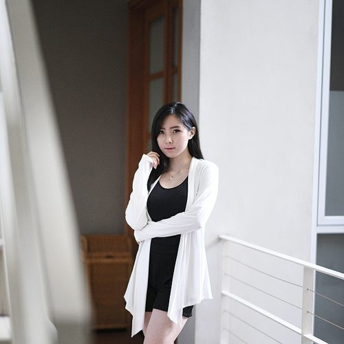 Monochrome is my color. Wearing Alena Cardigan from @sky_clothingline , so comfy! Perfect match with the atmosphere of a rainy afternoon today. 📷@samseite  #clozetteid #ootd