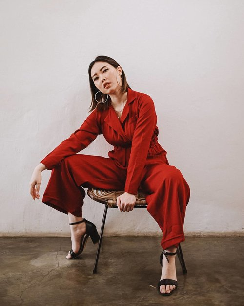 Colour that's guaranteed to get you noticed.  Red jumpsuit is @vuelastudio 📸 @samseite . . . . . #clozetteid #ootd #outfitideas #jumpsuit