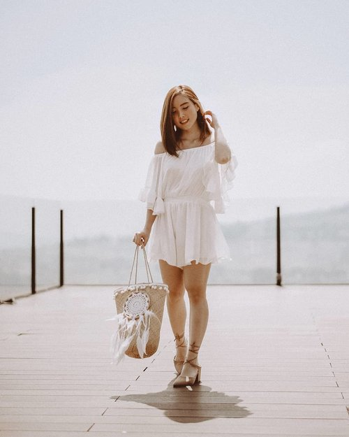 📷 @samseite Happy Monday! Or as I like to think of i, pre-pre-pre-pre-Friday! 😳 Dolled up in @eighttonine.id White Jumpsuit match with @eveseitch_id Siena Ballet Shoes and @hersummerday Dream Catcher Bag. Voilà! . . . . . #clozetteid #ootd #ootdindo #outfitinspo #outfitters #blogger #fashionblogger #outfitideas
