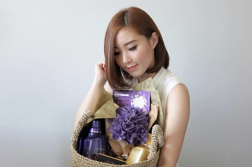 @moltoindonesia surprised me. Seneng banget dapet hampers yang isinya Perfume detergent pertama di Indonesia : Dazzling Glamour & Glowing Elegant dalam bentuk powder dan liquid yang bikin kita berasa #MencuciAlaPerancis , juga ada Eau de Parfum yang sukses bikin penasaran sama wanginya. You must try ❤#MoltoDeterjen . . . . . . . #followmefollowyou #followme #ibb #recentforrecent #likeme #lifestyleblogger #clozetteid #photo #photoshoot #productphotography #minimalist #potd #blogger #beautyblog #vsco a#perfume #indonesiangirl #endorsement #girl #endorsindo #endorse #blog #faceoftheday #photooftheday