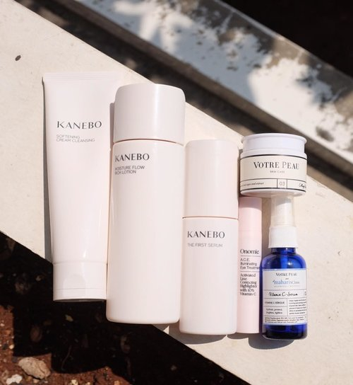 Forgot to put on any oil last night, my skin is a little bit tight. So I applied lots of first serum and couple of layers of hydrating toner on today's #deszellskincarearsenal .  1⃣ Cleanse with #Kanebo cleansing cream.* 2⃣ Layer on hydration with #Kanebo first serum and moisture flow rich lotion.* 3️⃣ #Onomie ACE illuminating eye treatment for the eyes area. 4️⃣ #VotrePeau x #MaharisClinic vitamin C to treat.* 5️⃣ Seal everything with #VotrePeau collagen booster night cream.*