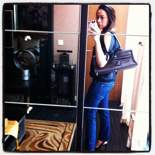 [archive] J Brand jeans, top with cut out arms and Hermes Kelly Shoulder in chocolate clemence