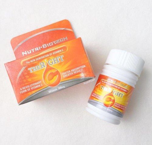 Kalau yang ini vitamin C andalan bulan kemarin waktu lagi liburan 😉 Reviewnya juga sudah ada di blog aku (link in bio) #therightc #sociovit #vitaminc #lifestyle #healthylifestyle #lifestyleblogger #flatlay #clozetteid