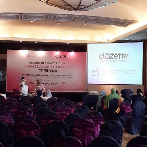Female blogger gathering happening now! Blogger Babes is here 💗💗 So excited to attend this event today at Intercontinental Hotel. Thank you for this opportunity @clozetteid 😙  #beautyevent #beautyblogger #beautybloggerid #clozetteid #bloggerbabesid