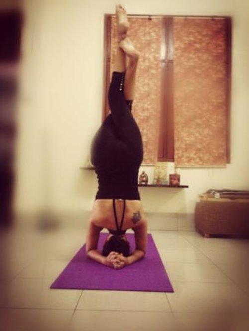 3 minutes headstand a day keep the facelift away :D