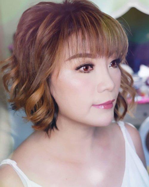 Makeup for Ce @mei.bing  Makeup by @shelleymuc @shelleyssebastian HairDo by @tiara_hairdo Lashes @madame_lashes Ringlight @cathiestuff.id Highlighter @klaracosmetics_id  #makeup #beauty #shelleymuc #surabaya #makeupartist #mua #shelleymakeupcreation #beforeafter #clozetteID #makeover #muasurabaya #muaindonesia #hairdo #soft #softmakeup #beautifulgirl  #makeupartistsurabaya #surabayamakeupartist #correctivemakeup