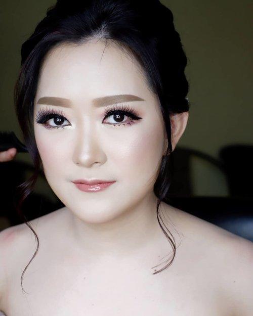 Engagement Makeup for Sheila and Ferry  Makeup by @shelleymuc @shelleyssebastian HairDo by @tiara_hairdo Lashes @artisanpro Ringlight @cathiestuff.id  #makeup #beauty #shelleymuc #surabaya #makeupartist #mua #shelleymakeupcreation #beforeafter #clozetteID #makeover #muasurabaya #muaindonesia #hairdo #soft #softmakeup #beautifulgirl #softsmokey #glammakeup #glamourmakeup #makeupartistsurabaya #surabayamakeupartist #correctivemakeup #monolid #monolidmakeup #engagementmakeup #bridalmakeup #weddingmakeup