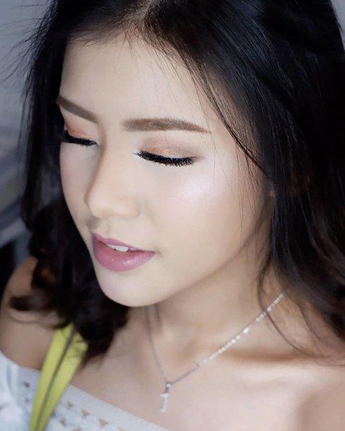 Casual makeup for @jenniferwinarta  Makeup by @shelleymuc @shelleyssebastian HairDo by @suci_hairdo Organized by @flywheel_lucero Ringlight @cathiestuff.id Eyelash @madame_lashes  #makeup #beauty #shelleymuc #surabaya #makeupartist #mua #shelleymakeupcreation #beforeafter #clozetteID #makeover #muasurabaya #muaindonesia #hairdo #soft #softmakeup #beautifulgirl #softsmokey #glammakeup #glamourmakeup #makeupartistsurabaya #surabayamakeupartist #correctivemakeup #monolid #monolidmakeup #bride #bridal #bridalmakeup #birthdaygirl #sweetseventeen #jenniferwinarta
