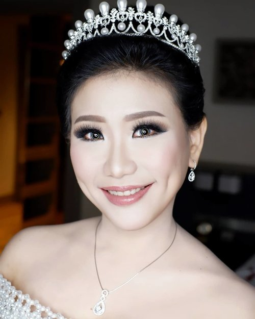 18.10.2018  Glamour Makeup for The Wedding of Henry and Joice  Makeup by @shelleymuc @shelleyssebastian HairDo by @wendywidiarusso Gown by @hermansaharagown Venue @shangrilasub  #makeup #beauty #shelleymuc #surabaya #makeupartist #mua #shelleymakeupcreation #beforeafter #clozetteID #makeover #muasurabaya #muaindonesia #hairdo #soft #softmakeup #beautifulgirl #softsmokey #glammakeup #glamourmakeup #makeupartistsurabaya #surabayamakeupartist #correctivemakeup #monolid #monolidmakeup #bride #bridalmakeup #weddingmakeup