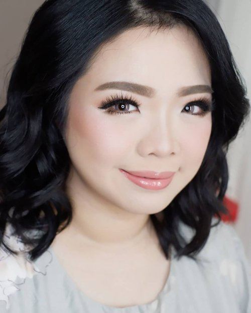 Makeup for @monicasera  Makeup by @shelleymuc @shelleyssebastian HairDo by @tiara_hairdo Lashes @madame_lashes Ringlight @cathiestuff.id  #makeup #beauty #shelleymuc #surabaya #makeupartist #mua #shelleymakeupcreation #beforeafter #clozetteID #makeover #muasurabaya #muaindonesia #hairdo #soft #softmakeup #beautifulgirl  #makeupartistsurabaya #surabayamakeupartist #correctivemakeup #monolid #monolidmakeup