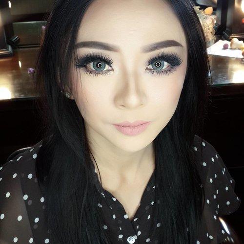 Makeup playdate with ce @rosaang_makeup and ce @d4dewi  Barbie look makeup for @rosaang_makeup  Makeup left side (her right face)  by @shelleymuc  Makeup rigjt side (her left face) by @d4dewi  Lens: @depth_dreamie Dueba Puffy Grey  #makeup #beauty #shelleymuc #surabaya #makeupartist #mua #shelleymakeupcreation #beforeafter #clozetteID #makeover #muasurabaya #muaindonesia #hairdo #soft #softmakeup #beautifulgirl #softsmokey #glammakeup #glamourmakeup #makeupartistsurabaya #surabayamakeupartist #correctivemakeup #barbiemakeup #dollymakeup
