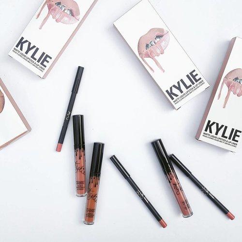Kylie Lip Kit. 🐱 🐱🐱 🐱🐱🐱 🐱🐱🐱🐱 🐱🐱🐱🐱🐱 #clozetteid #clozetteco #fdbeauty #fotd #motd #makeupoftheday #makeup #makeuptalk #makeupmania #makeupporn #makeupaddict #makeupjunkie #makeupcollection #makeuplover #makeupheaven #makeuphoarder #makeupobsessed #beautyshareit #makeupmadness #beautyblogger #indonesianbeautyblogger #makeupindo #indobeautygram #achanelshot #thatsdarling #weheartit #momblogger #bloggermom #mommyblogger