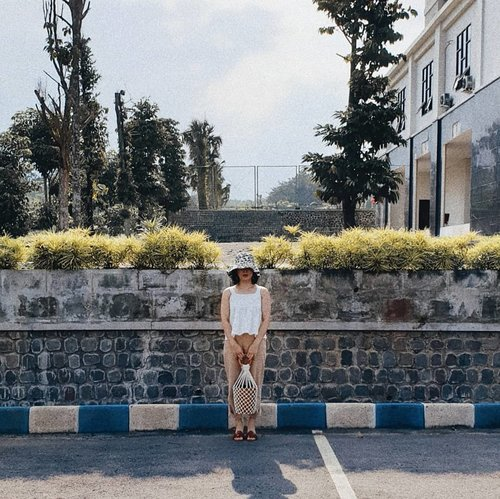 one fine afternoon 👒 @e.llyt 👜 @michikoandmustard • • • • • • • • • • #clozetteid #dearestviewfinder #beautifulmatters  #darlingdaily #lookbookindonesia #dametraveler #theheartcaptured #thehappynow #wheretofindme #ootd #ファッション #스타일 #コーデ #littlestoriesofmylife #neutraltones #wandeleurspark #todaysgoodthing #pathport #momentsofmine #thesincerestoryteller #ofsimplethings #vscoindonesia #vsco #singaporetrip