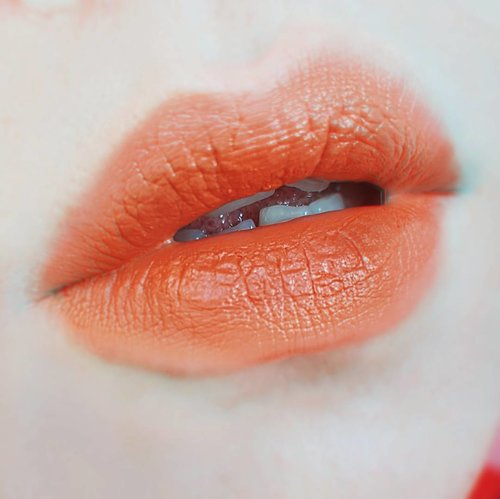 @emcosmetics Infinite Lip Cloud Faded Clementine. A beauuutiful (😄), creamy & lightweight pumpkin orange lipstick that easily become one of my most favorite lipstick ♡ • • • • • • • • • • #clozetteid #motd #emcosmetics #makeupjunkie #makeupaddict #makeuplover #momblogger #momblog #wakeupandmakeup #ilovemakeup #indobeautygram #indonesianbeautyblogger #beautybloggerindonesia #beautyblogger #makeuplook #mommyblogger #makeuptalk #powerofmakeup #ビューティー #春メイク #화장품 #메이크업 #コスメ #メイク動画 #アイメイク #プチプラ #메이크업 #인스타뷰티 #fotd #ivgbeauty #beautybloggerid