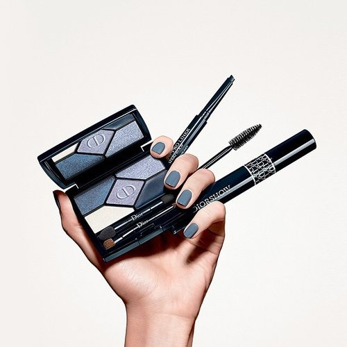 Discover the new Diorshow mascara for spectacular catwalk eyelook. Source : dior official instagram