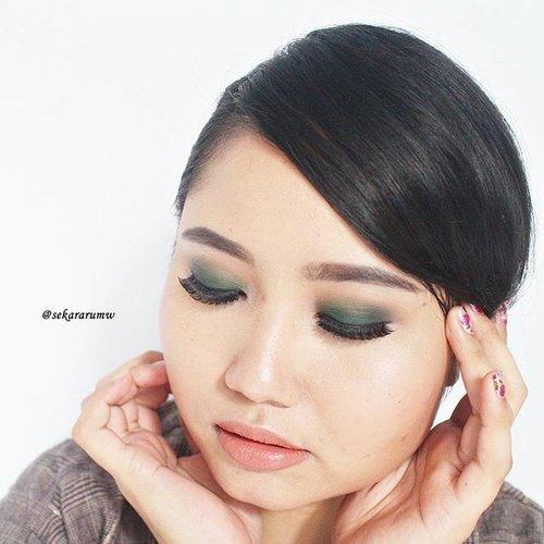 Tap for details . #fotd #motd #eotd #greeneyemakeup #clozetteid #selfie #beauty #makeup