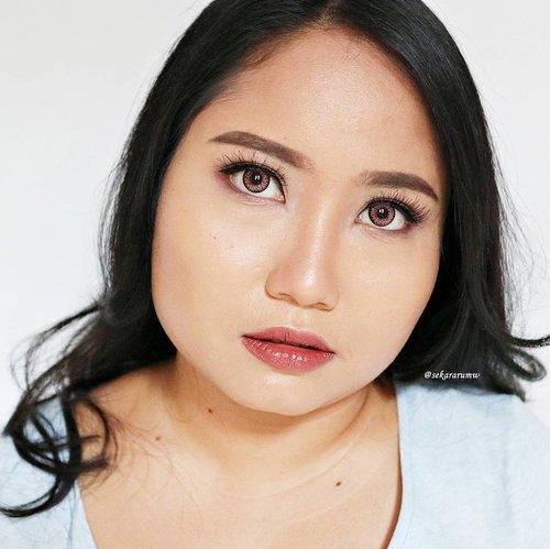 Kalau lagi #selfie, saya sering ditanyain bedaknya apa, foundationnya apa, perawatan di dokter mana. Itu tandanya memang pada suka liat hasil complexion #makeup saya. Jadi, saya bikin satu post khusus untuk membahas gimana caranya bisa dapetin wajah #flawless dengan makeup. Mulai dari merek foundation, concealer, dll dll sampai teknik aplikasinya. . http://www.racunwarnawarni.com/2017/06/tips-tutorial-makeup-wajah-super.html?m=1 . #clozetteid #fotd #motd #naturalmakeup #glowingface #RacunWarnaWarni