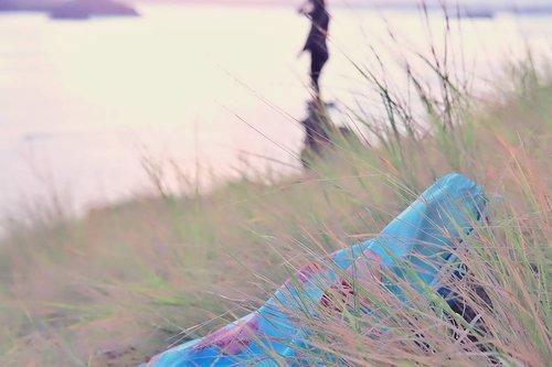 Ada Jellyfish string bag nya @byviratanka yang mengintip ketika menunggu matahari terbit di Pulau Padar.. Lagi suka banget dengan segala string bag, pdhl biasa bawaan segambreng. Tapi ya muat aja gitu pakai string bag ini. Ya ga sepenuh bawa ransel, tapi tas dengan gambar jelly fish ini cocok banget buat menemani waktu jalan-jalan. . . #byvirantaka #lingtrip #clozetteDaily #clozetteid #vacationbag #stringbag #jellyfishbag #vacationvibes #agirlwholovetravels #enjoythesun #NIVEASUN