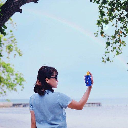 "Sebagai anak tropis, aku suka banget sama pantai. 🏝 Impianku adalah bisa menjelajah pantai-pantai cantik di Indonesia, salah satunya Labuan Bajo. Ga perlu takut berpanas-pansan karena ada @nivea_ID yang akan selalu melindungi kulitku selama di sana.  Panas-panasan tetap bisa happy! 😎 Makanya @EnjoyTheSunKelly harus pilih aku buat nemenin @Kelly_Tandiono #EnjoytheSun sambil ketemu Nemo di sana. :3🏊🐳🐡 Eh ajak @adiitoo18 juga deh, dia berguna buat jadi ""tongbro"" waktu kita nanti sibuk main sama ikan. :)) 📸 Difoto pakai lensa kece punya kak @wiranurmansyah  #EnjoyTheSunKelly #clozetteID #Sunisshining #niceweather #Sumer #Sunnyday"