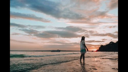 Pingin bikin caption panjang..Tapi jemputan sudah datang.💃#sunset #explorebaubau #wonderfulindonesia #ootd #ClozetteID #summertime #fujigenic #fujifilm #fujifilmid