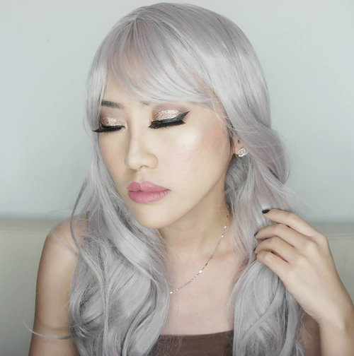 I accidentally delete all the video tutorial of this look 😢😢😢😢😢😢 And no back up arrrghhhh  So here's the product list ❤foundation @ultima_id Wonder Wear cream foundation shade Linen ❤powder Ultima II Delicate translucent powder shade Neutral ❤blush on Ultima II Delicate Matte Blush Nude  and Ultima II Delicate Shine Blush shade Sahara Rose ❤eyebrow : anastasia beverly hills dipbrow pomade ❤ eyeshadow The Balm Nudetude palette shade sultry, sleek , stand office ❤glitter @nyxcosmetics liquid crystal liner in gold ❤eyeliner is Kji & co ❤lips : stila patina combined with bellisima ❤highlighter : The Balm mary lou manizer ❤contour : Anastasia Beverly Hills . . . . .  #fotd#makeup#potd#eotd #wakeupandmakeup #powerofmakeup#beautyblogger #beautybloggerindonesia #glittermakeup#undiscovered_muas #selfie #indobeautygram#motd#motdindo #clozetter #beautygram#clozette #maryammaquillage #makeuplover #beautyjunkie #clozetteid #vegas_nay #undefeatedtalent#fdbeauty #beautybloggerid #dressyourface#like#like4like #nyx #thebalm