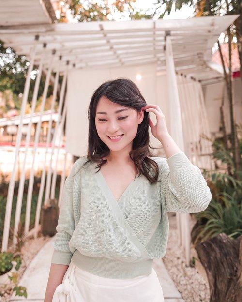 Say hello to Wednesday and Say hello to my Cropped Knit Top in Mint Green from @pomelofashion , suka banget karna bisa dipakai 2 ways (depan belakang).. . . . . . . . . #ootd #outfit #lookbookindo #indofashionpeople #clozetteid #스트릿패션 #스트릿룩 #스트릿스타일 #streetlook #style #partnershipwithhisafu #hisafudressup #fashionpeople #pomelofashion