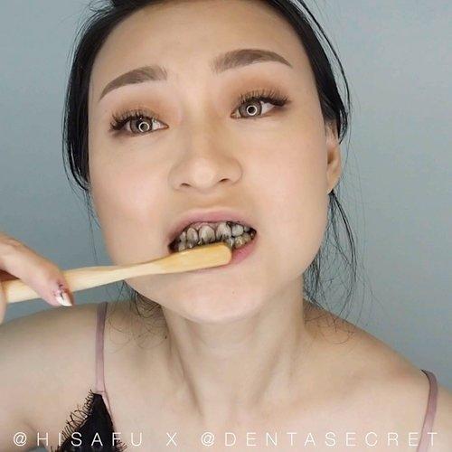Sering minum kopi dan teh yg bikin gigi jd kuning ?? aku tuh pecinta kopi banget.. jd ini hal yg gak mau terjadi.. Makanya aku pake @dentasecret buat bantu gigiku.. Selain bikin putih dia jg banyak kegunaan lainnya, seperti prevent gum disease, bad breath sama merubah ph balance dalam mulut.. . . I used it after i brush my teeth, buat FAQ nya mampir aja langsung ke ig mereka ya.. . . . . . . . . . . . . . #clozetteid #whiteteeth #freshbreath #dentasecret #coffeelover #tealover #beauty #partnershipwithhisafu #hisafututorial #뷰티 #치아 #tampilcantik #ragamkecantikan @tampilcantik @ragam_kecantikan