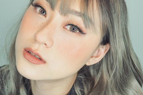 Walaupun #dirumahajah aku lebih sering pake lens dibanding kacamata, soalnya klo pake kacamata sering diambil @babyyukihiro .. -Using new Lens from @lashtiqueid (Soft Brown).. Cukup nyaman digunain seharian, diameternya gede jd bikin mata keliatan besar..