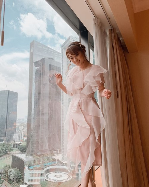 Every journey begin with a singel step.. the first step is always the hardest.. take small steps each day and eventually you'll get there..  . Udah lama gak dress up.. kangen pake banget..  . Dress @touchuponline  . . #hisafudressup