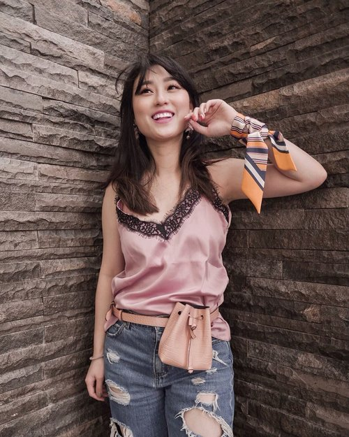 """<div class=""""photoCaption"""">1st day after Chinese New Year .. Keep Smiling.. Hows ur day guys.. .<br /> .<br /> Top @exagora.inc <br /> Bag @mango @zaloraid <br /> Scarf @scasthelabel .<br /> .<br /> .<br /> .<br /> .<br /> .<br /> .<br /> .<br />  <a class=""""pink-url"""" target=""""_blank"""" href=""""http://m.clozette.co.id/search/query?term=clozetteid&siteseach=Submit"""">#clozetteid</a>  <a class=""""pink-url"""" target=""""_blank"""" href=""""http://m.clozette.co.id/search/query?term=lookbookindonesia&siteseach=Submit"""">#lookbookindonesia</a>  #스트릿스타일  <a class=""""pink-url"""" target=""""_blank"""" href=""""http://m.clozette.co.id/search/query?term=indofashion&siteseach=Submit"""">#indofashion</a>  <a class=""""pink-url"""" target=""""_blank"""" href=""""http://m.clozette.co.id/search/query?term=hisafudressup&siteseach=Submit"""">#hisafudressup</a>  <a class=""""pink-url"""" target=""""_blank"""" href=""""http://m.clozette.co.id/search/query?term=partnershipwithhisafu&siteseach=Submit"""">#partnershipwithhisafu</a>  <a class=""""pink-url"""" target=""""_blank"""" href=""""http://m.clozette.co.id/search/query?term=style&siteseach=Submit"""">#style</a>  <a class=""""pink-url"""" target=""""_blank"""" href=""""http://m.clozette.co.id/search/query?term=ilovemybody&siteseach=Submit"""">#ilovemybody</a>  #스타일  <a class=""""pink-url"""" target=""""_blank"""" href=""""http://m.clozette.co.id/search/query?term=indofashionpeople&siteseach=Submit"""">#indofashionpeople</a>  #페션  #페션스타그램</div>"""